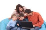 �Deben los padres inmiscuirse o inhibirse en la vida de sus hijos, j�venes o adultos?